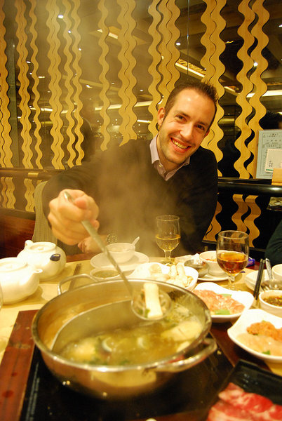 Chicharrero por Hong Kong comiendo Hot pot
