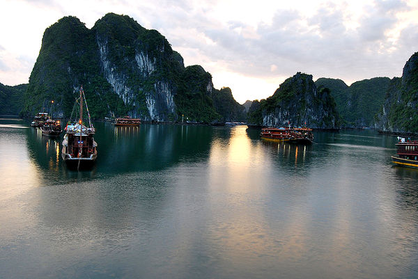 Fotos Bahía de Ha Long en Vietnam, amaneciendo