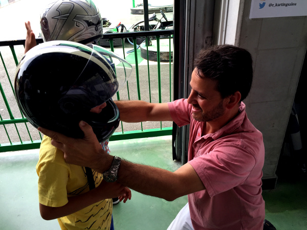 Fotos Salou, Teo con el casco en el Electric Karting Salou